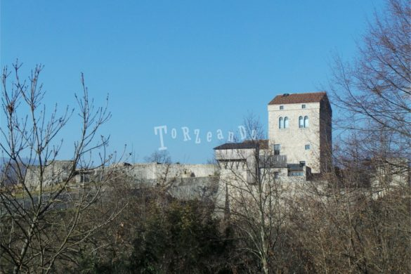 Castello di San Pietro a Ragogna che si affaccia sul Tagliamento