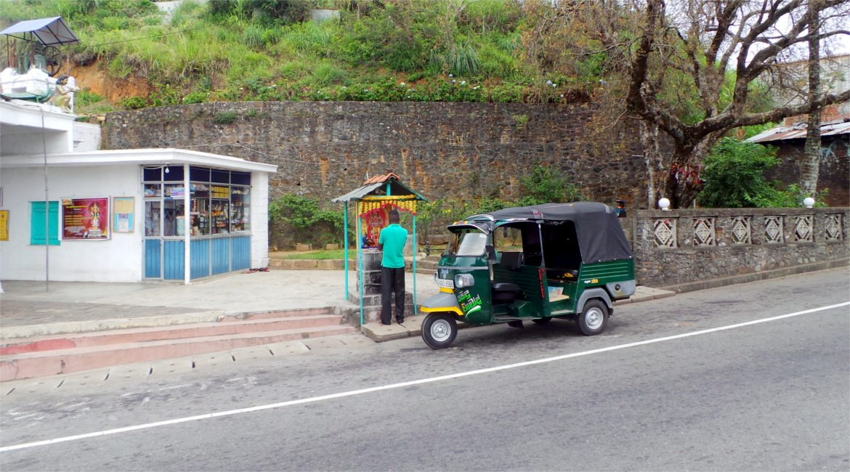 Pregando per strada in Sri Lanka