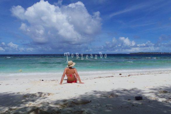 Spiaggia e relax su un'isola deserta alle Maldive