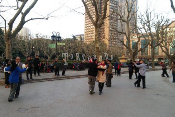 Cina, danze di gruppo ai giardini pubblici