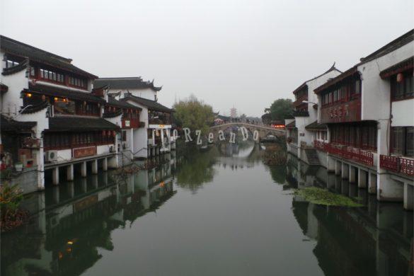 Il fiume che attraversa Qibao, Cina