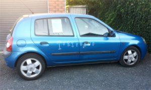 Macchina Renault Clio blu