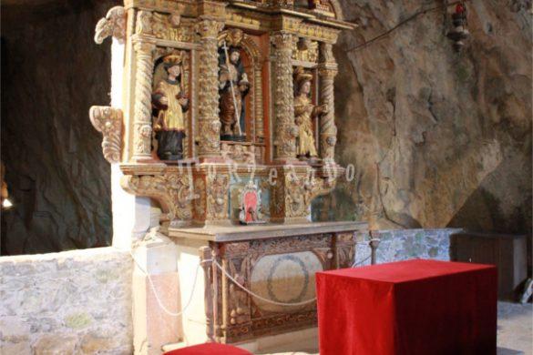 Altare ligneo della grotta di San Giovanni d'Antro