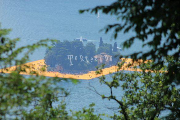 L'Isola di San Paolo circondata da The Floating Piers di Christo