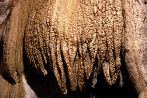 Stalattiti nella grotta di San Giovanni d'Antro