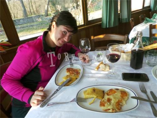 Frico con le patate e polenta gialla da mangiare in Friuli