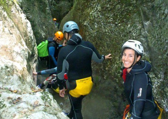 esplorazione facendo canyoning
