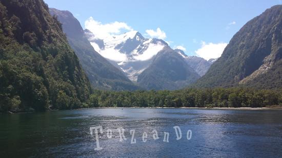 Le montagne di Milford Sound Isola del Sud in Nuova Zelanda