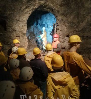 Turisti in visita alla miniera di Cave del Predil