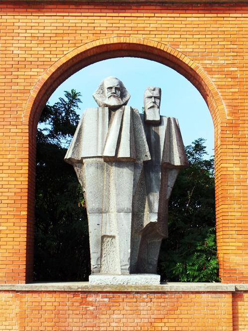 Marks e Engels al Memento Park