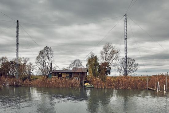bilancia per la pesca sul fiume stella casoni sul fiume stella nella laguna di Marano