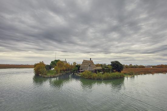 casoni sul fiume stella nella laguna di Marano