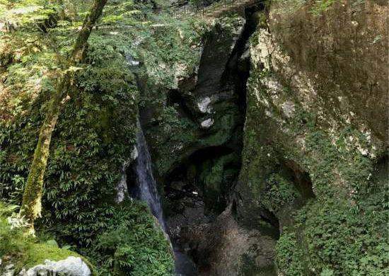 cascata e forra delle grotte delle agane a Pradis