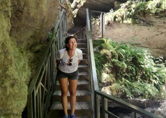 sara de colle esplora le grotte delle agane a Pradis