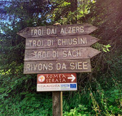indicazioni dei sentieri ad Arta Terme
