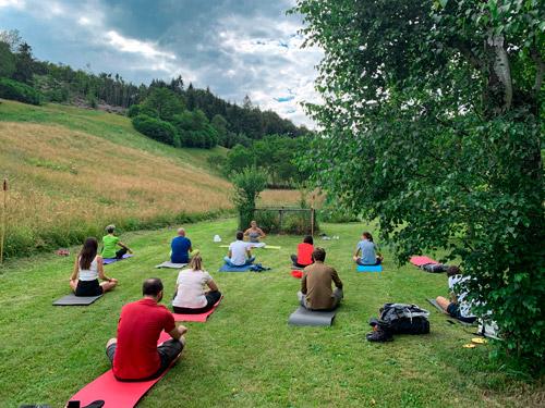 lezione di yoga in Carnia