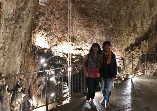 Katrina e Sara alla Grotta Gigante