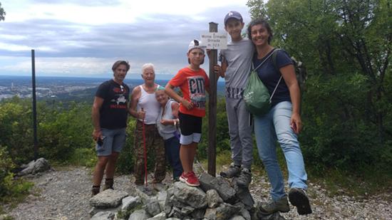 Famiglia de Colle Monte Ermada escursione da fare a Duino Aurisina